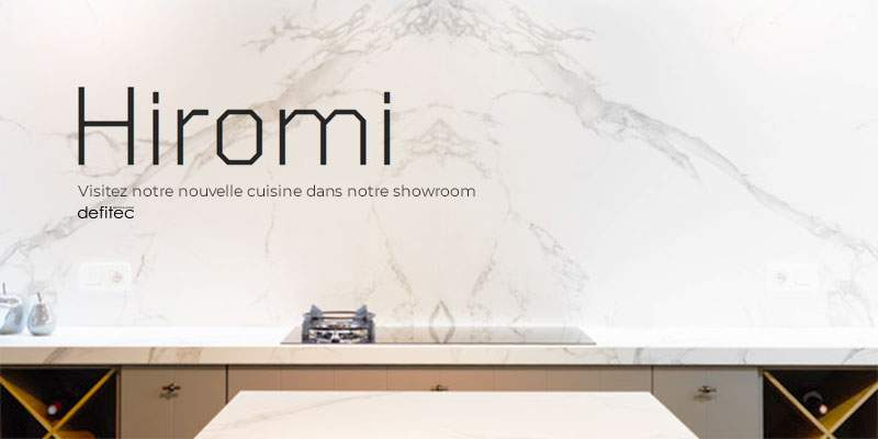 Découvrez cette cuisine équipée avec une jonction parfaite entre le plan de travail et la crédence en DEKTON imitant le marbre